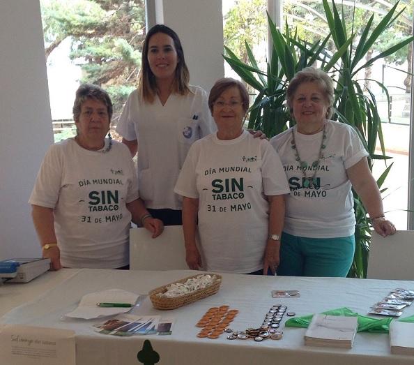 Hospital de Llevant y la Asociación Española Contra el Cáncer en el Día Mundial Sin Tabaco